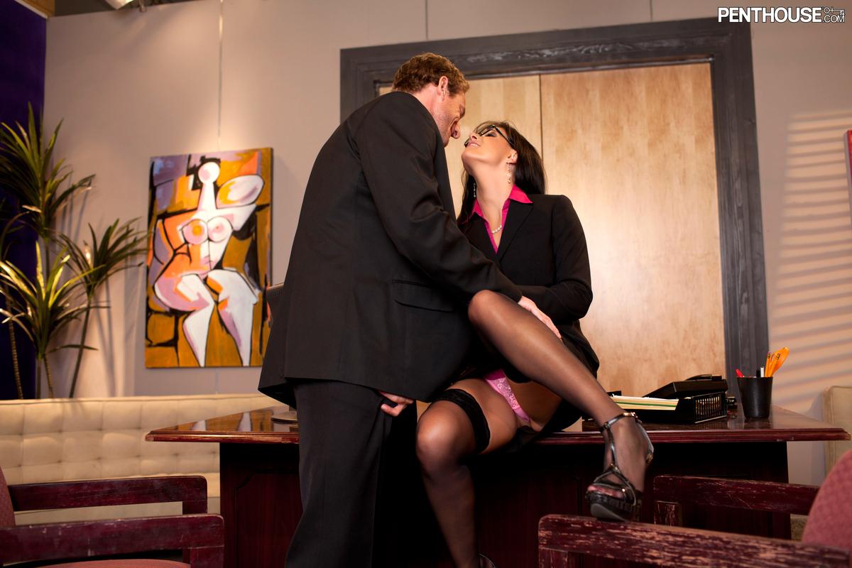 Секс офис с начальницей 11 фотография